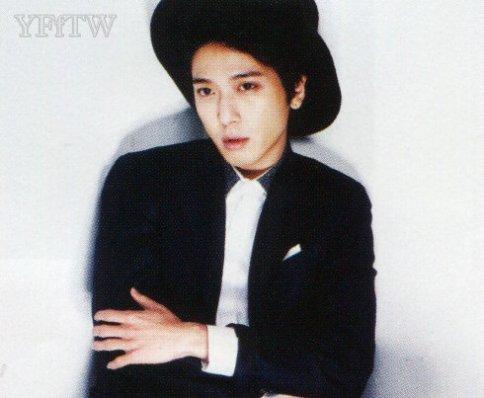 [R�PORTAJ]CN Blue- Jung Yonghwa CeCi Dergisi R�portaj� ///24.02.15